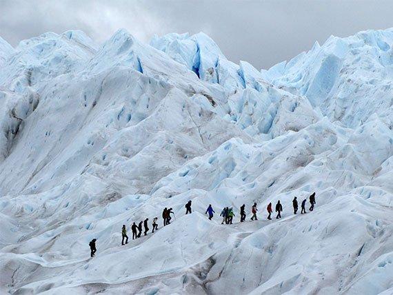 Grupo de pessoas fazendo o Mini trekking no Parque Los Glaciares, Argentina