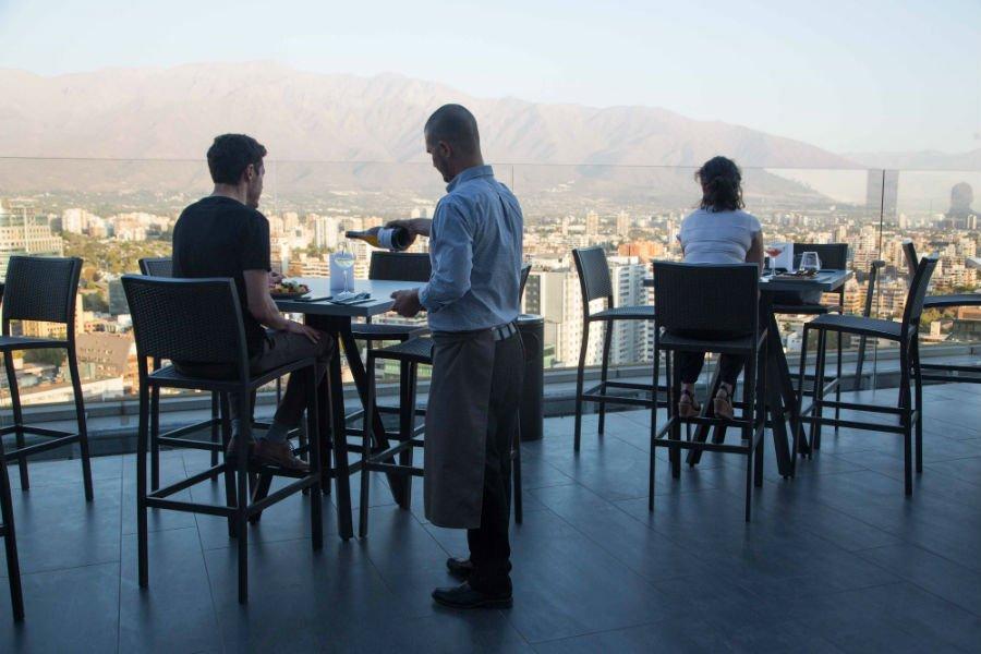 restaurante para ver o por do sol rooftops em Santiago luna bar